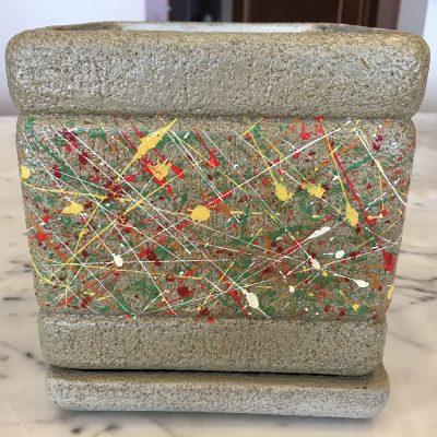 Ručne robený keramický kvetináč prskaný farbami aj s podtáckou – 13x13cm