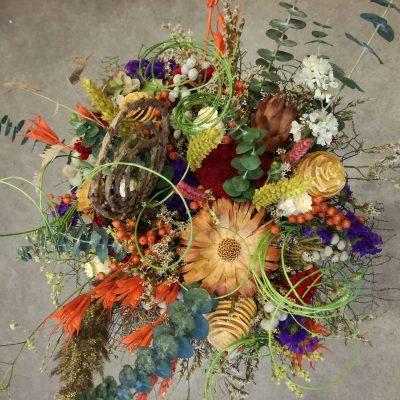 Kytica zo sušených kvetov a drevených dekorácií – priemer 45cm