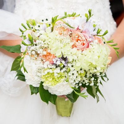 Svadobná kytica z ruží vuvuzeliek